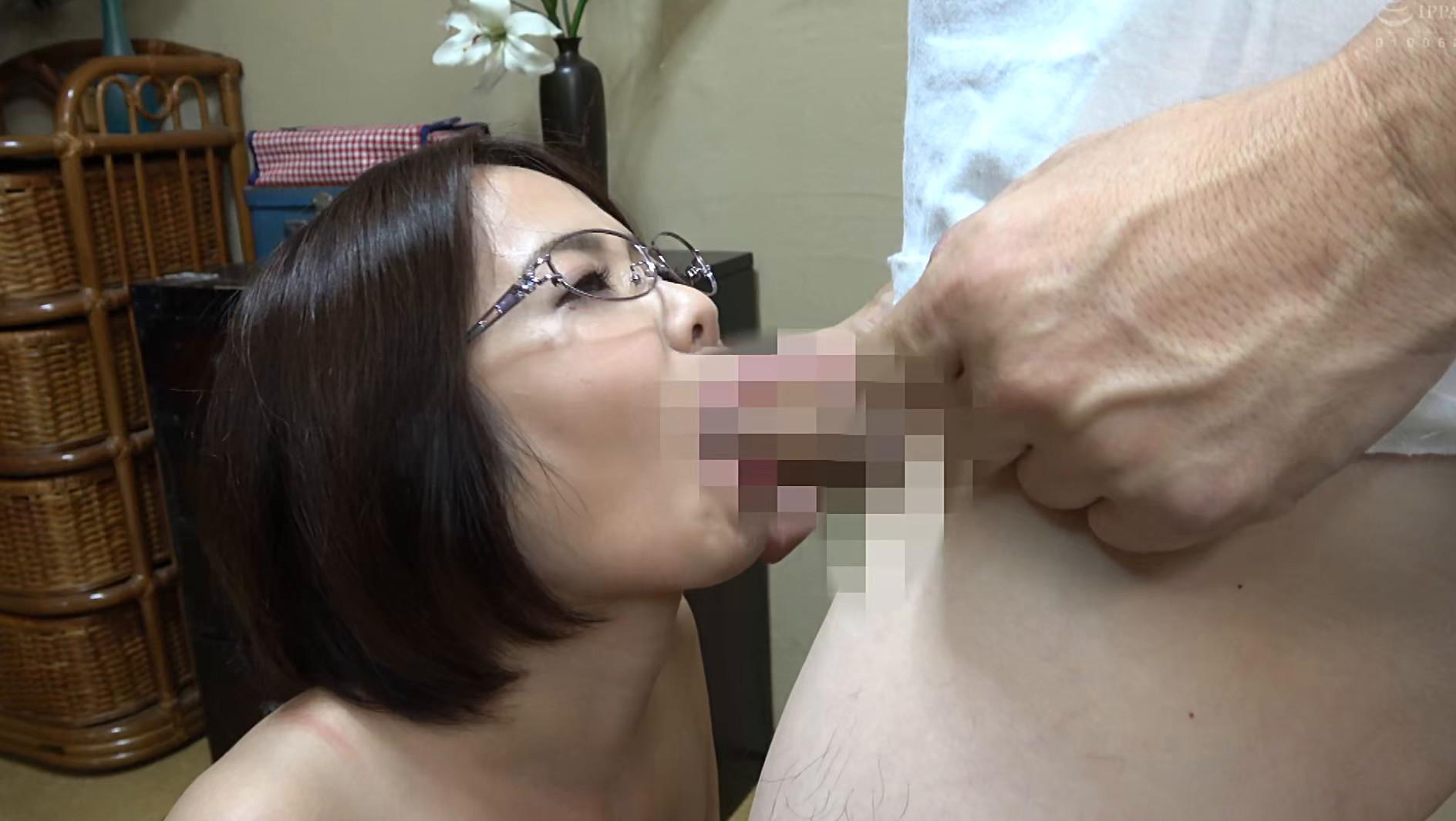 独り暮らしの男性に枕営業で契約をGETするデカパイ営業レディ 赤瀬尚子,のサンプル画像25