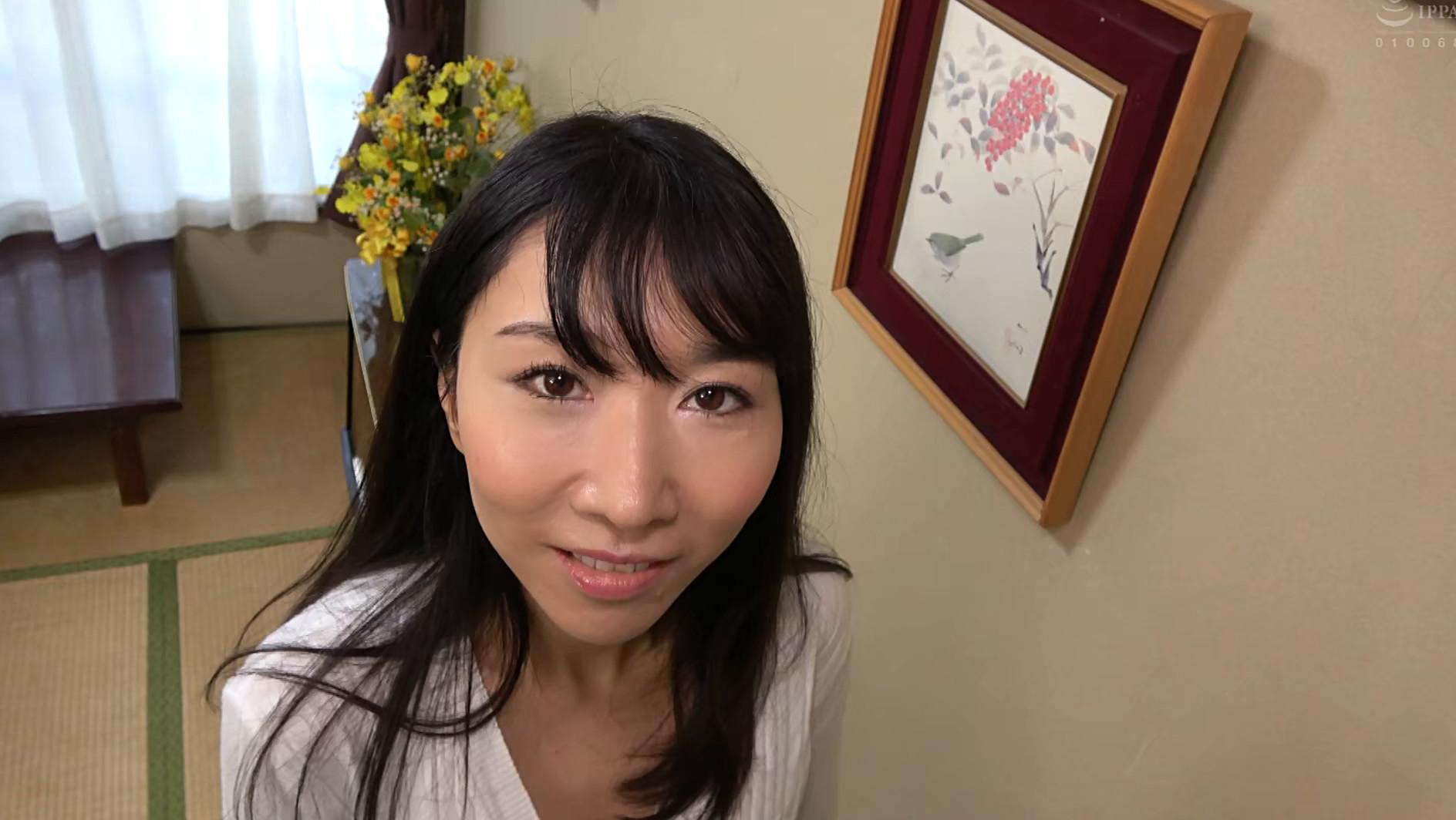 子供部屋おじさん(35歳無職の息子)を性処理する義母 森田紅音 画像3