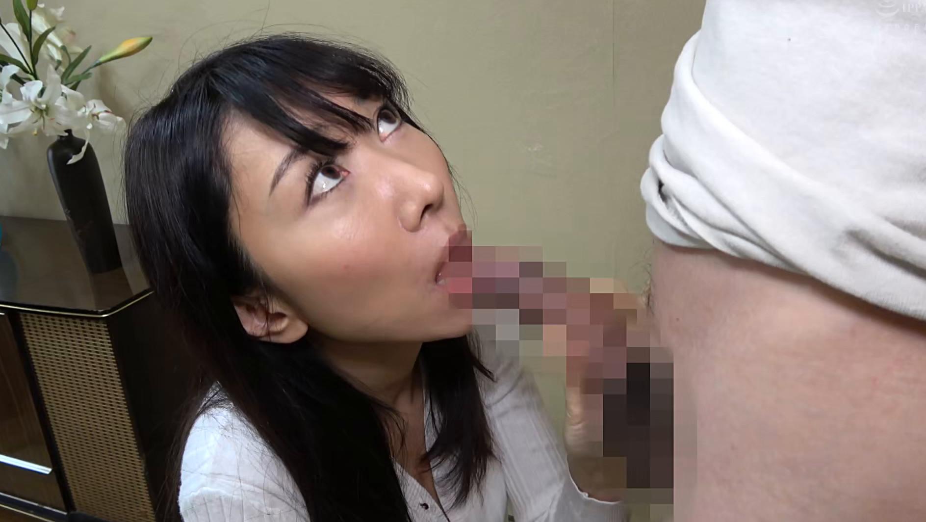 子供部屋おじさん(35歳無職の息子)を性処理する義母 森田紅音 画像4