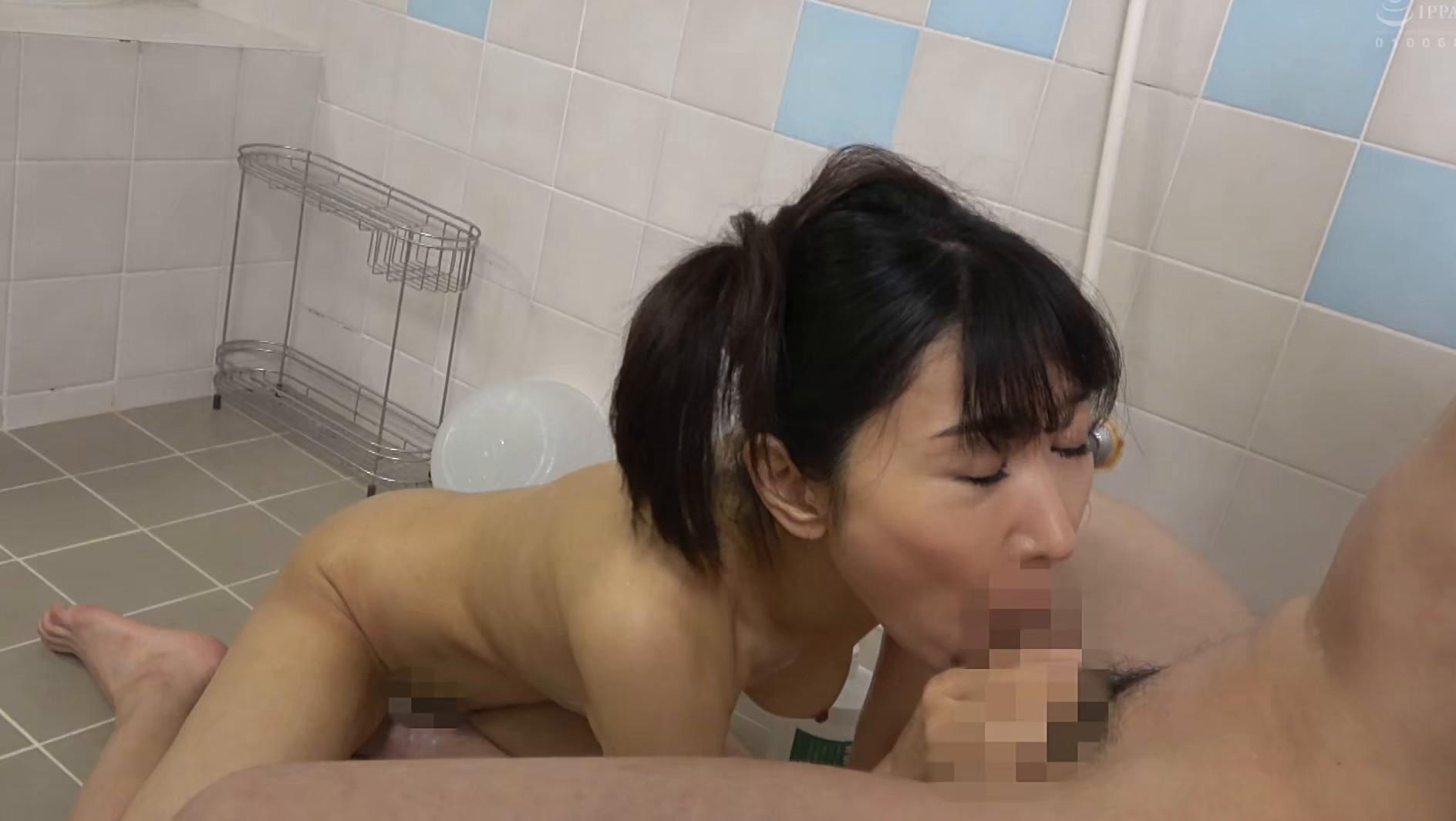 子供部屋おじさん(35歳無職の息子)を性処理する義母 森田紅音 画像11
