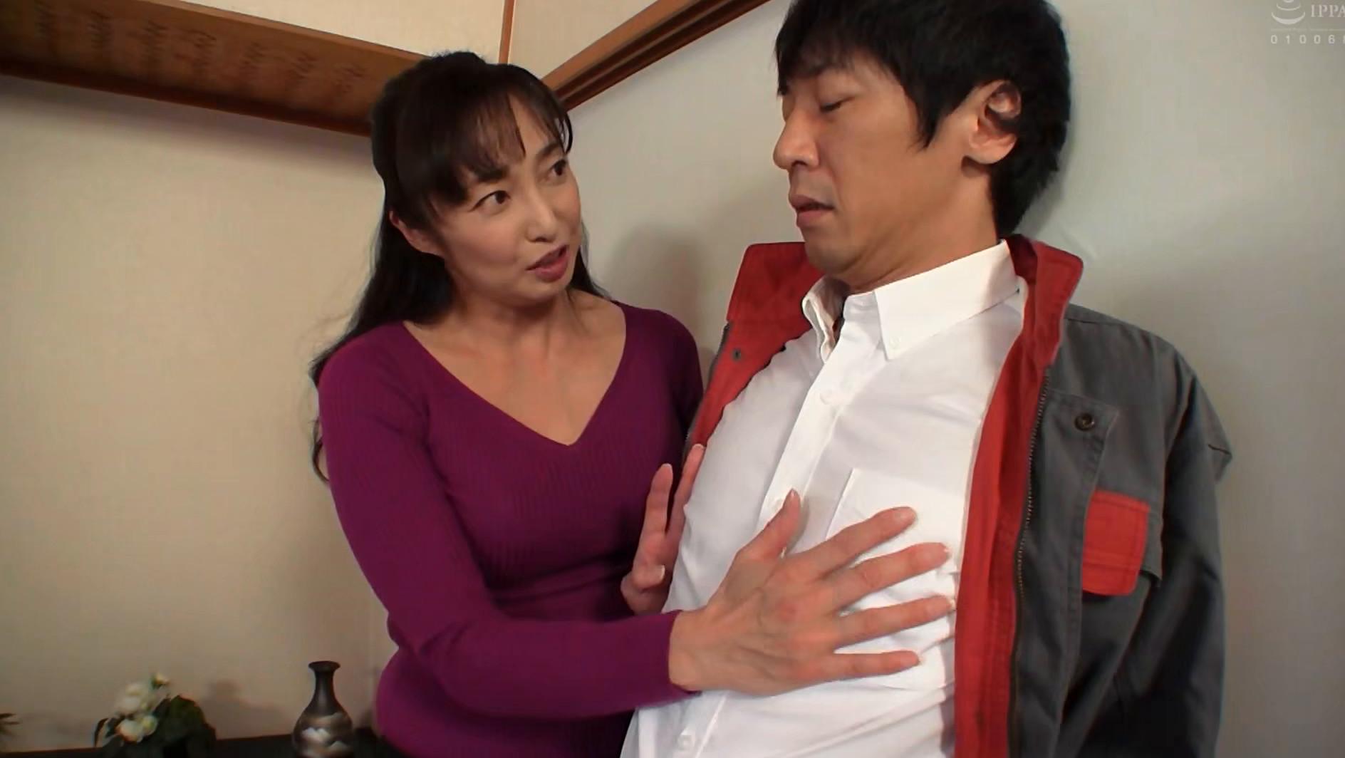 スケベな人妻が露出多目の薄着で逆ナンパ誘惑 画像10