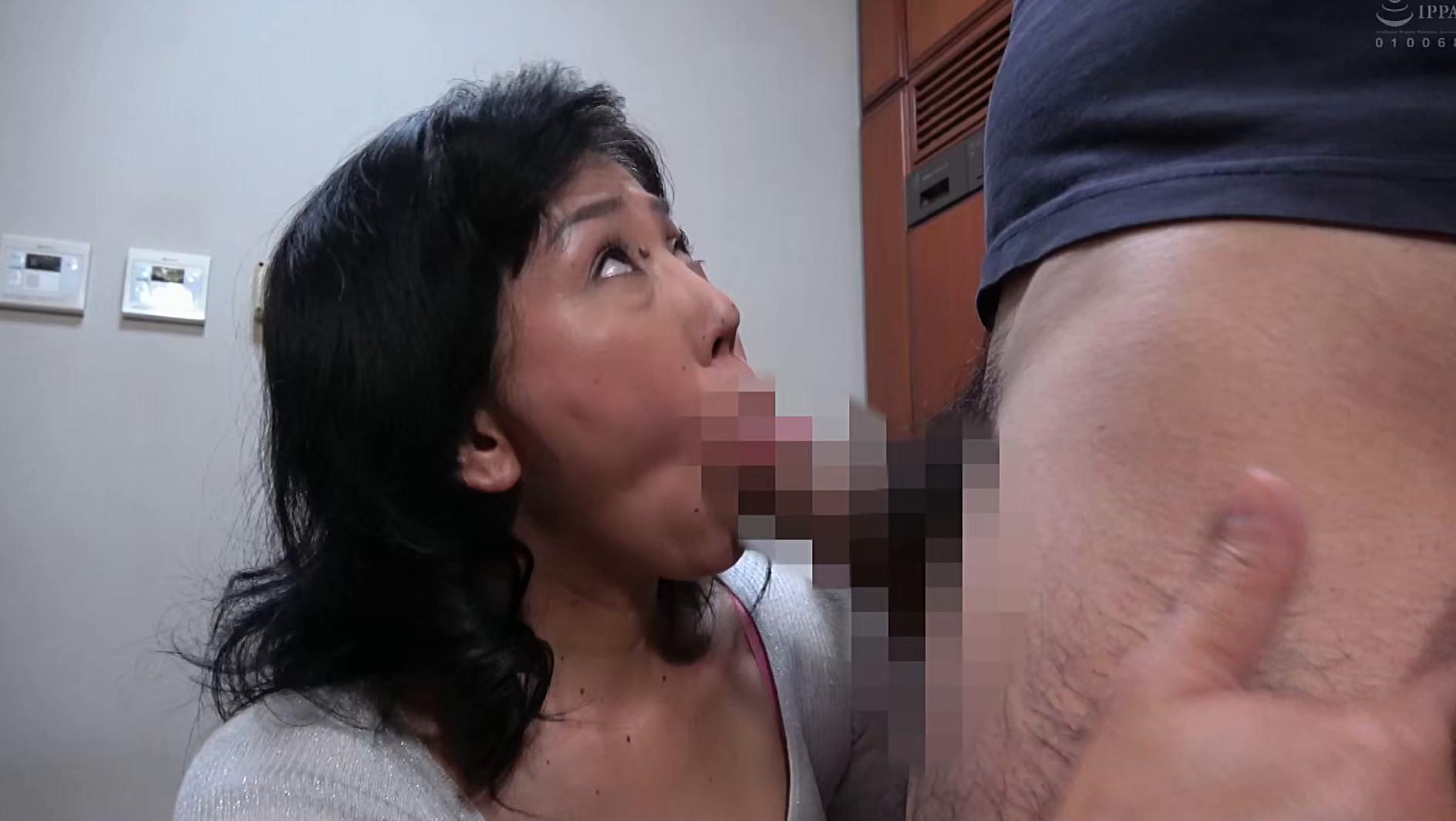 スケベな人妻が露出多目の薄着で逆ナンパ誘惑 画像16