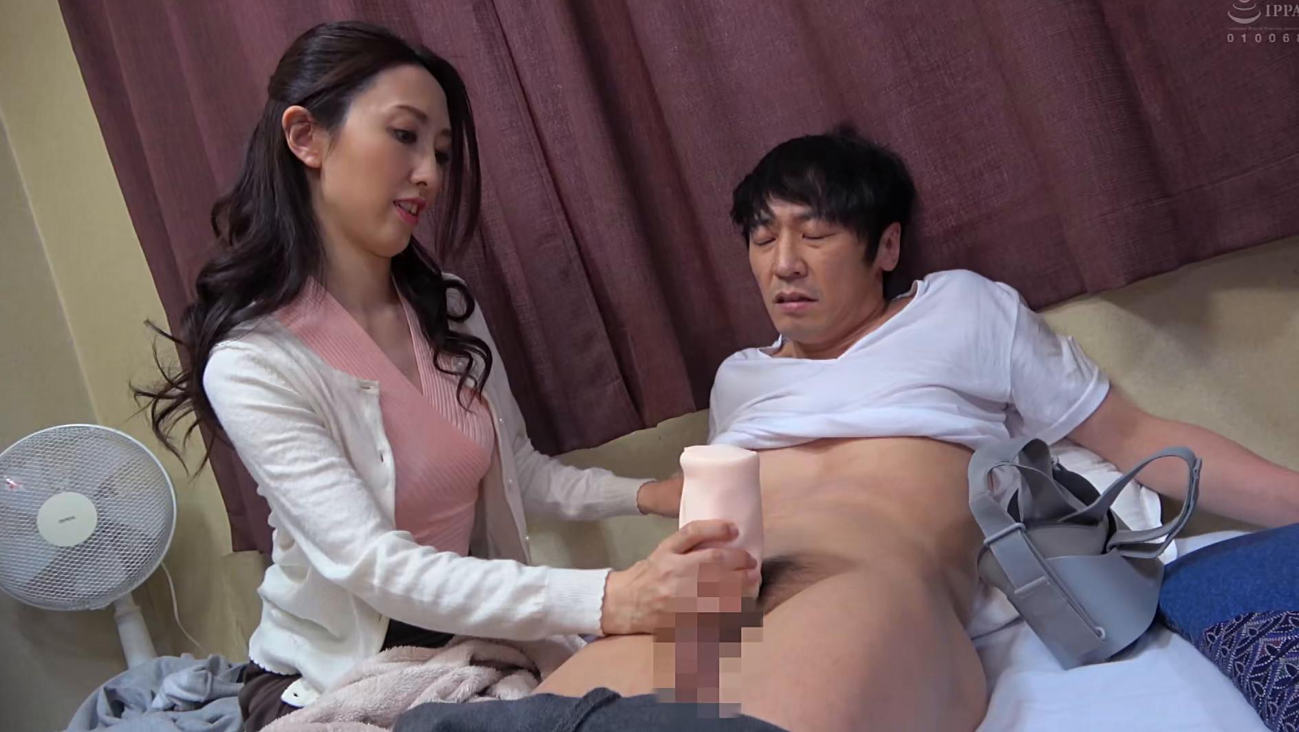 子供部屋おじさん(35歳無職の息子)を性処理する義母 柏原友美恵 画像15