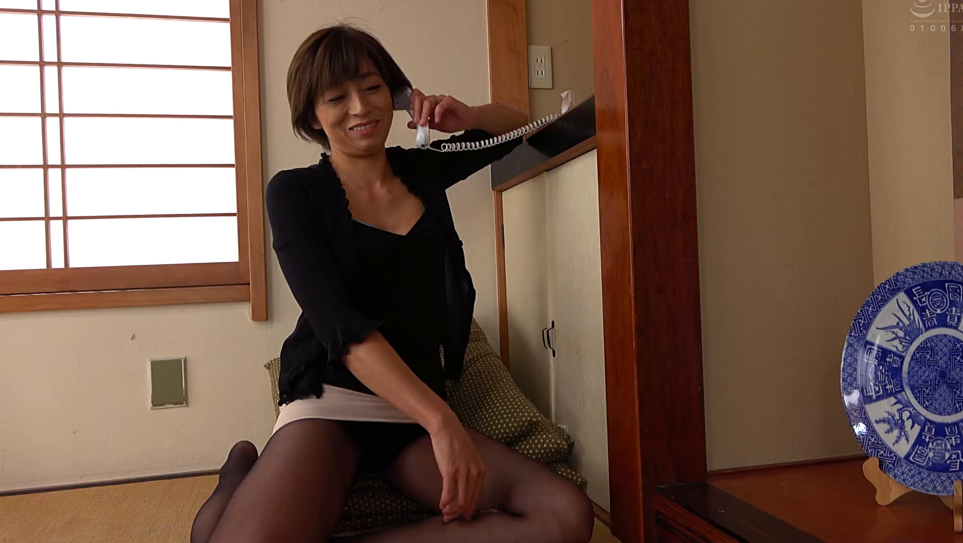 五十路義母 嫁の母は婿に肉体を求められ逞しい肉棒を受け入れる・・・ 画像2
