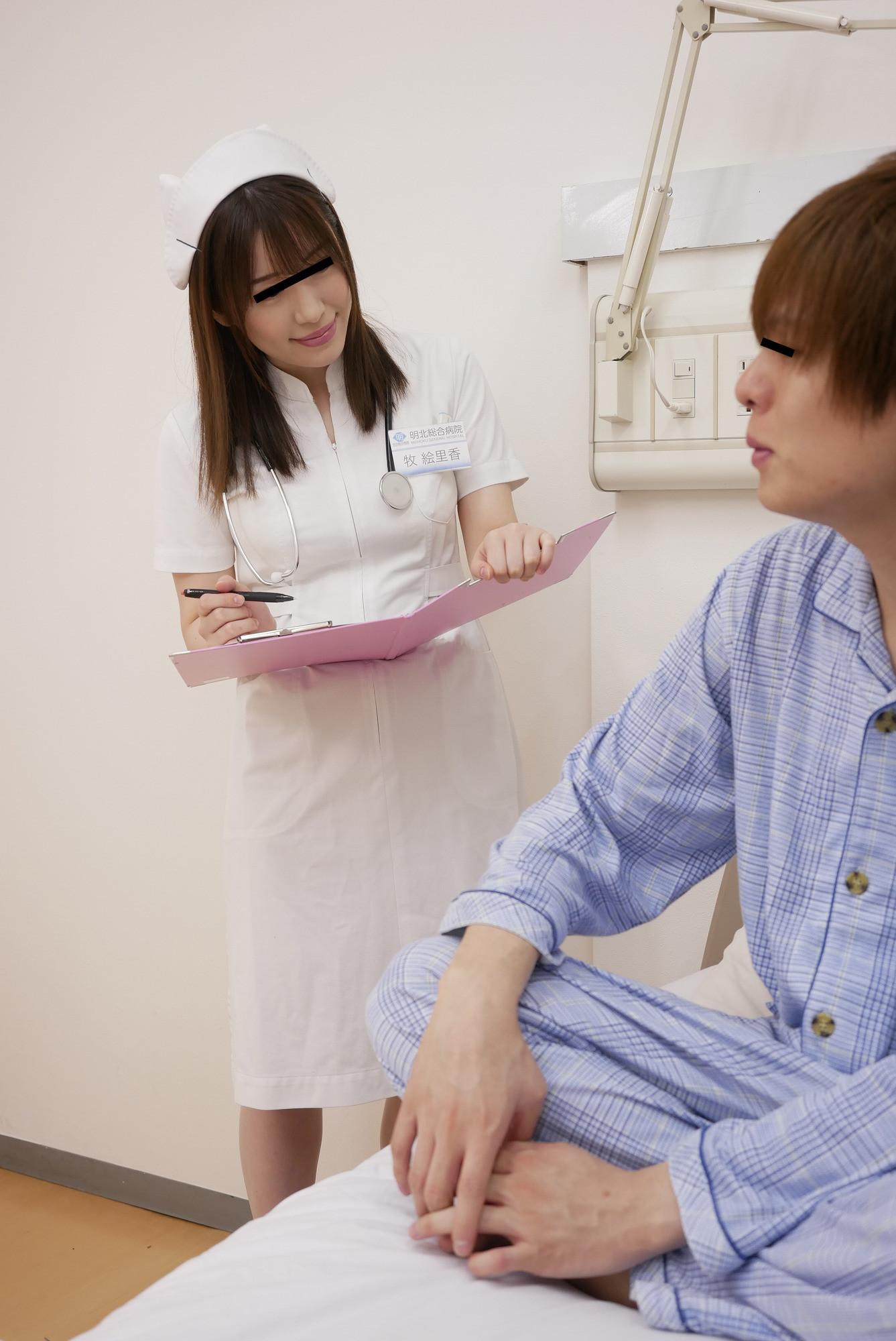 おチンチンを弄ってくる看護師さんの手が柔らかくてソソられまくり 看護師さんが診察前に消毒しましょうと、おチンチンをアルコールでなでなでしてくる!その包まれるような手の感触に堪らず勃起してしまうと・・・楽しそうに上下左右、僕のおチンチンをこねくりまわす!?あまりの気持ちよさに出ちゃいそうですと言うと、「ダメよ、こんなにギンギンのおチ〇ポなんだからエッチしないと勿体ないでしょ」と言われ、皆に見つからないようにガツガツにエッチしてしまいました!!