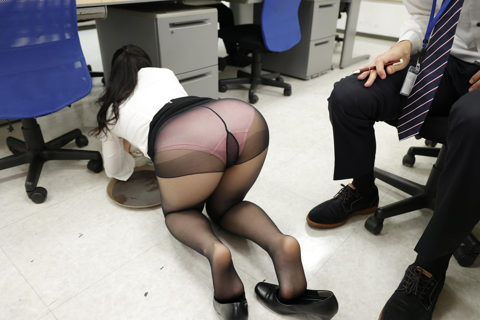 オジサマ殺し!社内パパ活でチ〇ポを狩るソソる新人女子社員!!男性社員を誘惑しまくる女子社員が上司にバレて叱られても反省するどころか半裸になって上司を逆襲!?エロ丸出しで迫る女子社員に上司はなすすべなく、自分もチ〇ポもシャブられヘロヘロになるまで社内エッチしてしまいました。 画像5