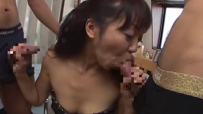 スケベオーラ出しまくりのエロエロ人妻をナンパしてホテルに連れ込みセックスしました!人妻たちは大好物のおちんち〇を舐めて咥えておしゃぶりすれば愛液が溢れ出しまん〇はぐちょぐちょ!生チン入れて大量ザーメン中出し発射! 画像11