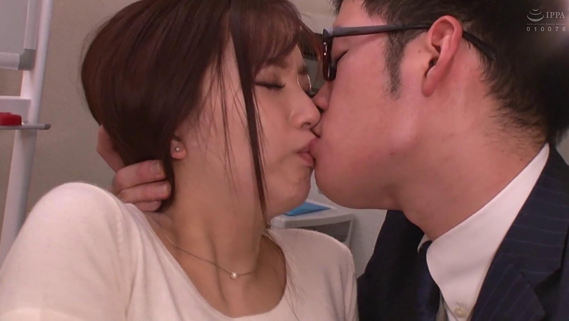 ネトラレーゼ 妻が会社の先輩に寝盗られていた話し 鈴木真夕 画像5