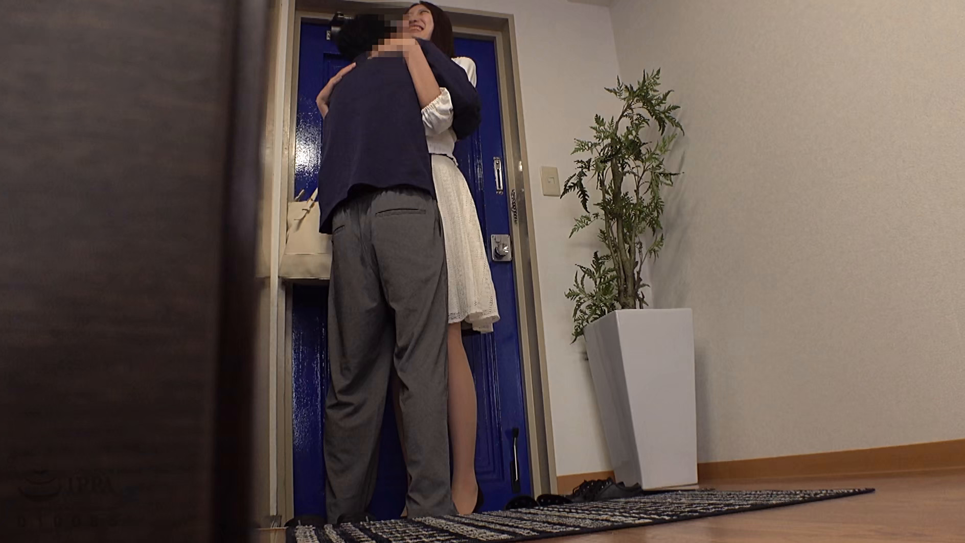 一人暮らしを始めた僕の部屋へ通う姉と近親相姦盗撮性交 画像1