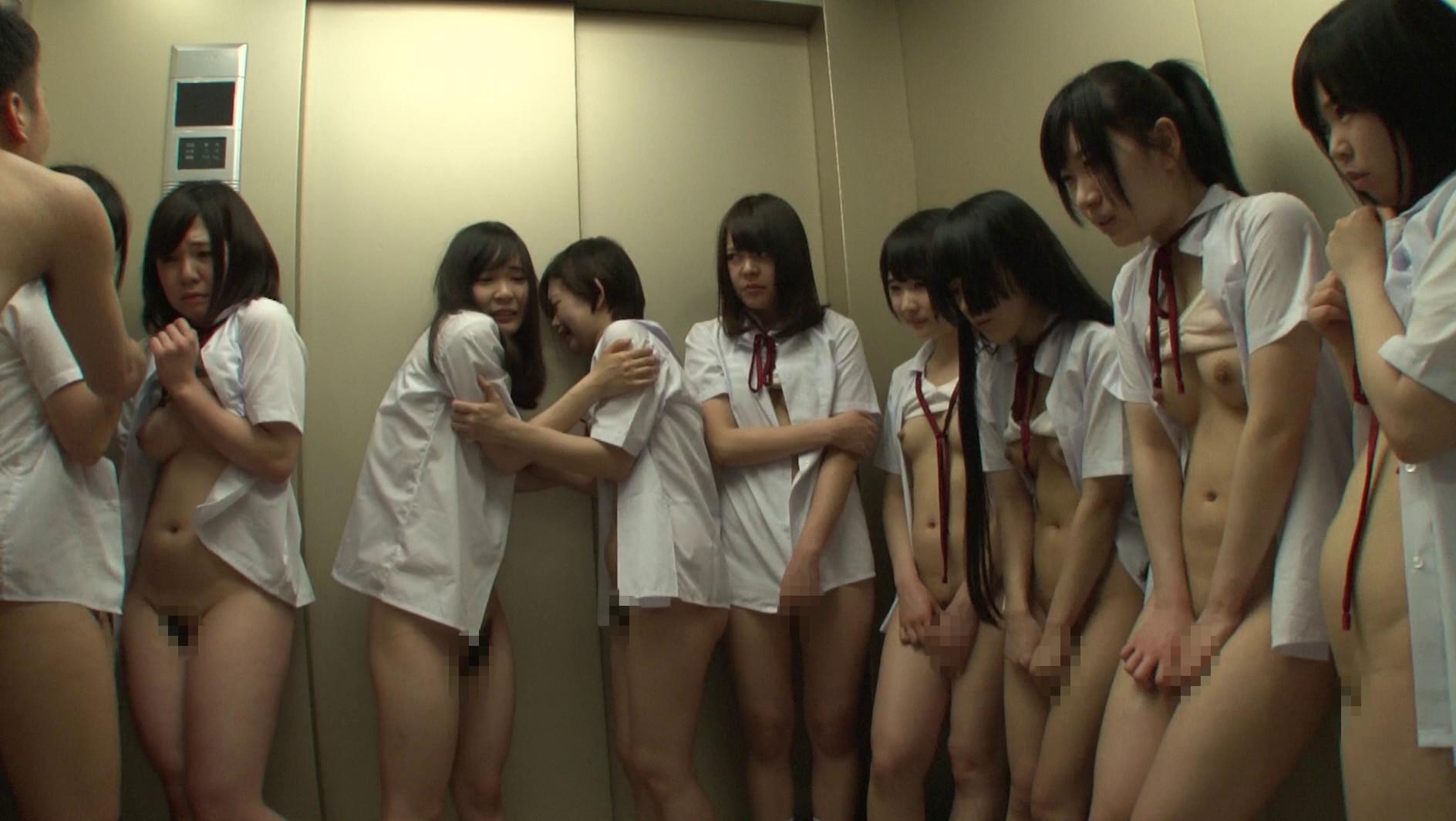 想像してみてください、あなたは教師。10人の純真無垢な●学生と突然エレベーターに閉じ込められたら・・・。あなたが生きている内にやり遂げたかった10のタブー 2 画像21