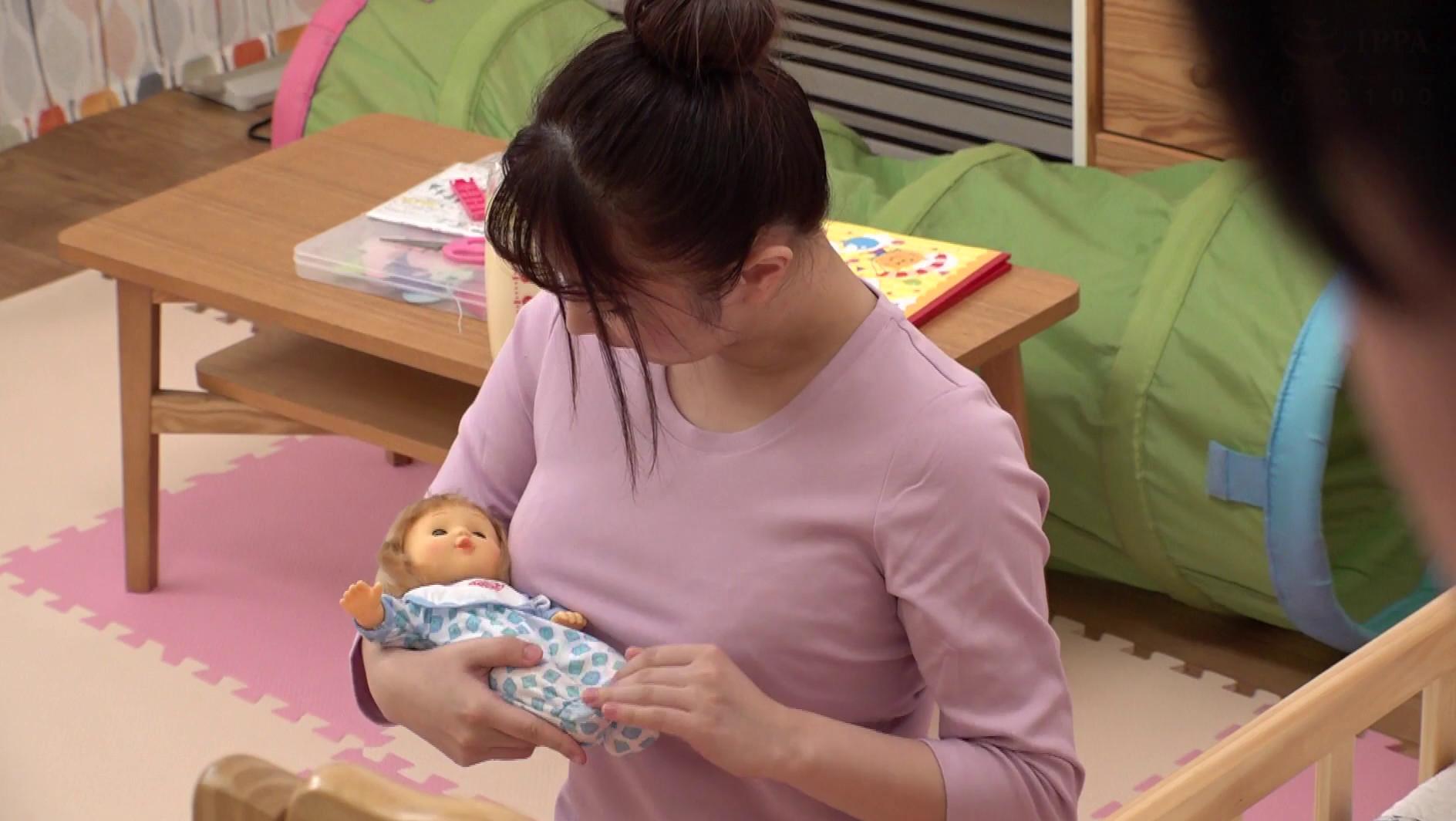 「私も子供が欲しい!」保育園で働くデカ乳保母さんが同僚の男に悩みを相談!妊娠願望強すぎて母性溢れるオッパイでまさかの授乳手コキ!萎え知らずの若いチ●ポを自ら挿入しデカ乳激揺れさせながら何度も中出し懇願! 4 画像14