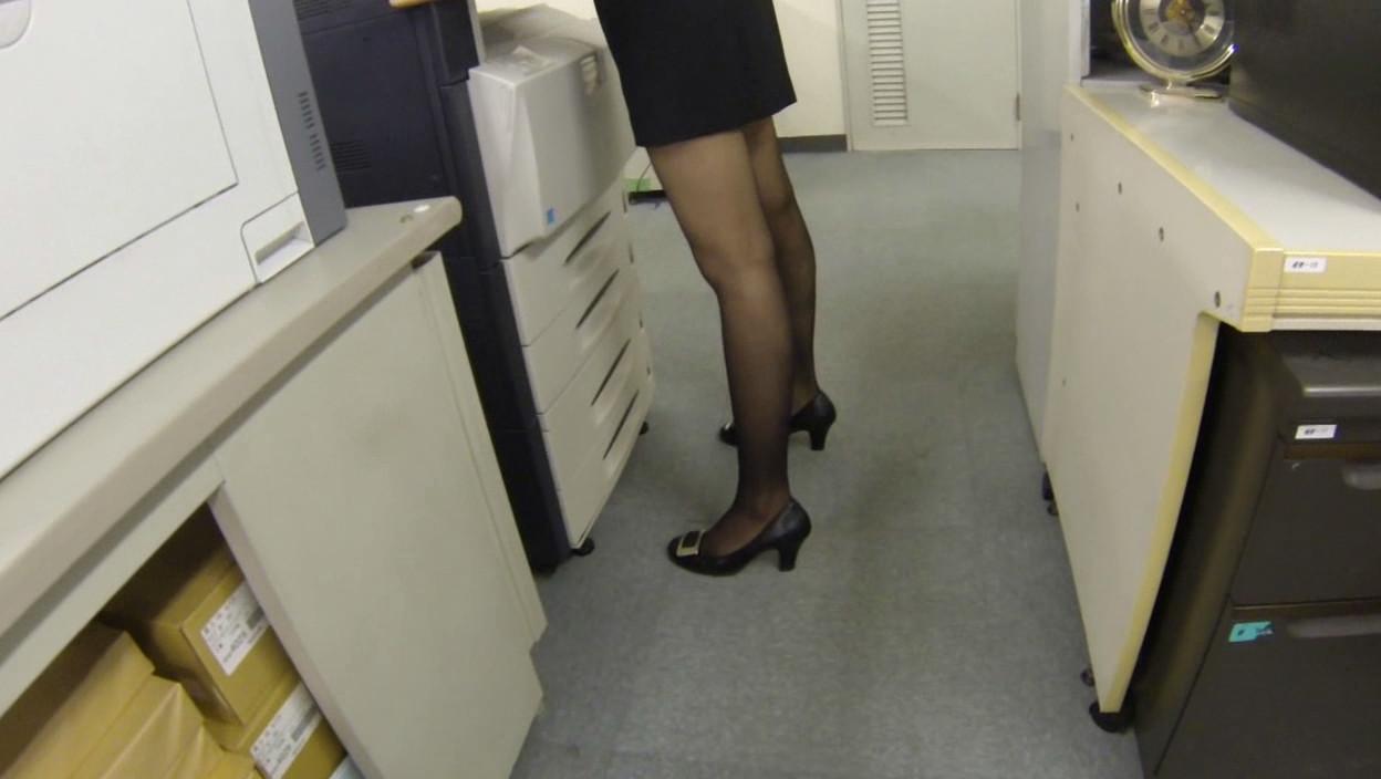 妄想パンツ オフィスで部下に指示を出したらパンチラしまくりの巻 画像2
