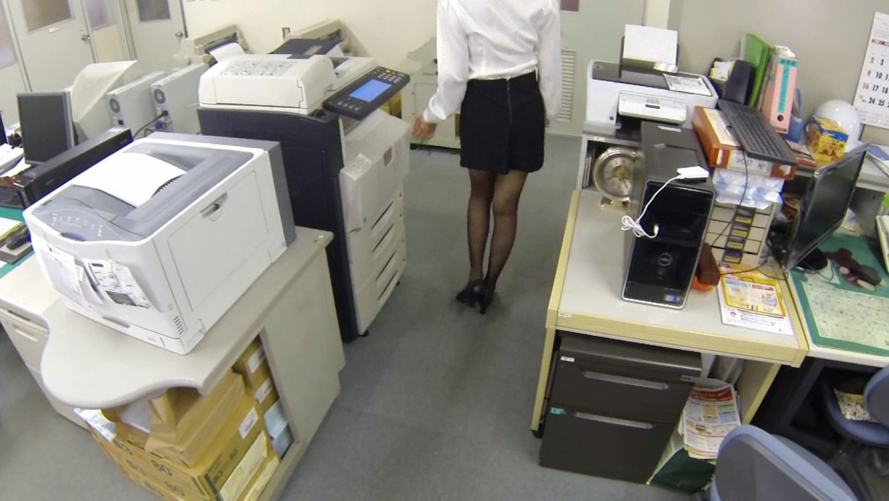妄想パンツ オフィスで部下に指示を出したらパンチラしまくりの巻 画像6