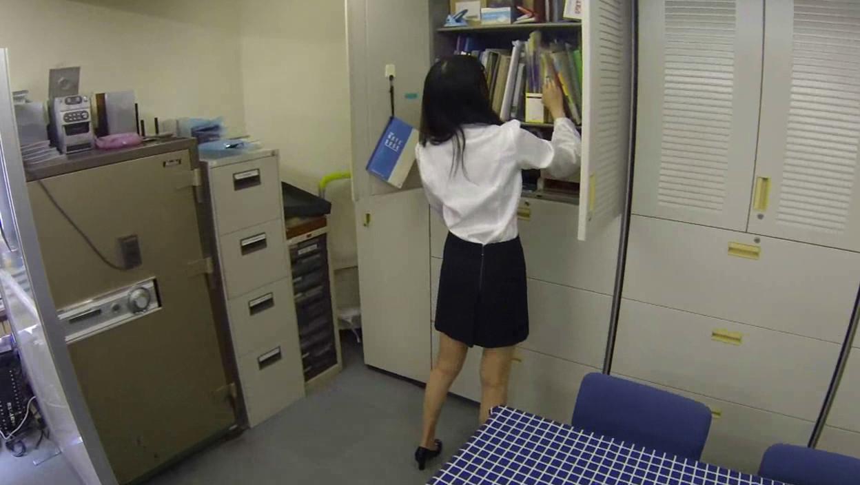 妄想パンツ オフィスで部下に指示を出したらパンチラしまくりの巻 画像10