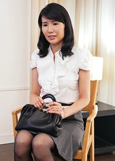 【四十路】かほる 43歳(初脱ぎ・静岡県在住・銀行員)