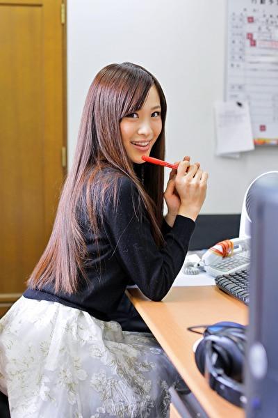 微乳すぎる新人編集部員 唯川千尋