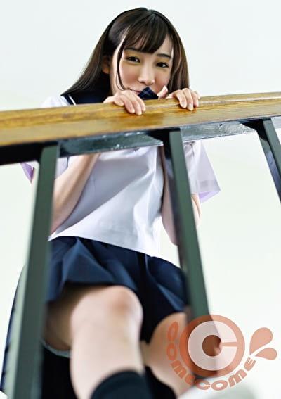 放課後、彼女を教室に残してボクに奉仕をさせながらセックスしましたぁ!!!