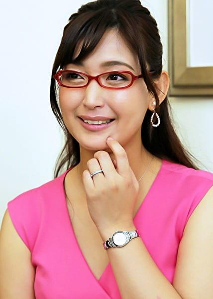 塔子さん 38歳 眼鏡がお似合いの奥さま 【セレブ奥さま】