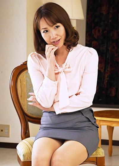 【四十路】けい 45歳(現役保険外交員・初脱ぎ・中出し)
