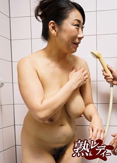 【四十路】地方の爆乳もんぺ芝刈り熟女宅にお泊まり 11