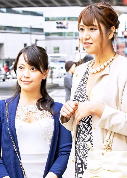 西新宿で見つけた二人組の美魔女さん りか38歳・さおり35歳。