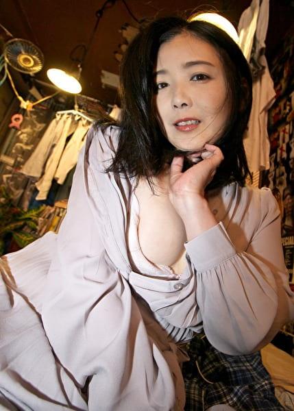 愛しのデリヘル嬢 素人売春生中出し 盗撮強制撮り下ろし 横山さん(主婦)42歳