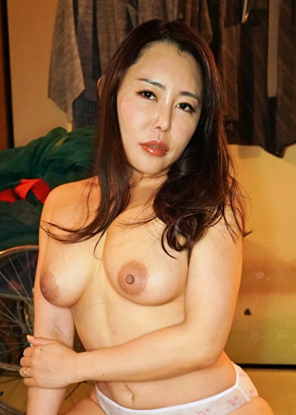 素人わけあり熟女生中出し みのり45歳 河原のエロ本のような四十路の熟女 卑猥な肉体・・・